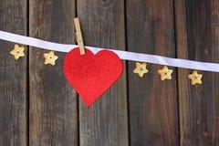 Corazón del brillo sobre el fondo de madera Foto de archivo libre de regalías