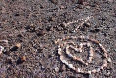 Corazón del cuarzo en círculo en la ladera al norte de Yuma, Arizona fotografía de archivo libre de regalías