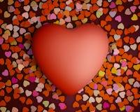 Corazón del día de tarjetas del día de San Valentín con los pequeños corazones Fotos de archivo libres de regalías