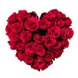 Corazón del día de tarjetas del día de San Valentín hecho de las rosas rojas aisladas en el fondo blanco Imagen de archivo libre de regalías