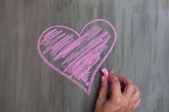 Corazón del dibujo de tiza fotografía de archivo