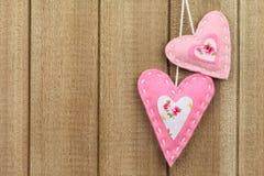 Corazón del fieltro del rosa Fotos de archivo libres de regalías