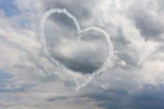 Corazón del flightshow del suisse de Patrouille en el cielo imagenes de archivo