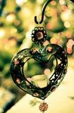 Corazón del hierro con las luces del Año Nuevo Fotos de archivo libres de regalías
