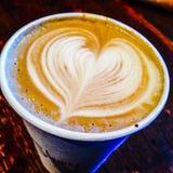 Corazón del Latte Imagenes de archivo
