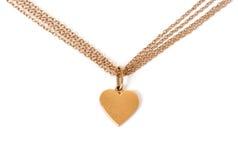 Corazón del oro en el encadenamiento, aislado en blanco Foto de archivo libre de regalías