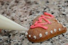 Corazón del pan de jengibre adornado Imagen de archivo