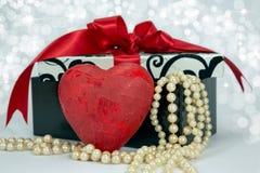 Corazón del rojo de la tarjeta del día de San Valentín. Imagen de archivo libre de regalías