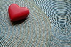 Corazón del rojo del día de tarjeta del día de San Valentín imagen de archivo libre de regalías