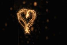 Corazón del Sparkler fotografía de archivo libre de regalías