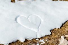 Corazón drenado en la nieve Fotografía de archivo libre de regalías