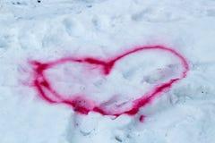Corazón drenado en la nieve Imagen de archivo libre de regalías