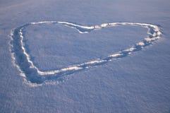Corazón drenado en una nieve Imagenes de archivo
