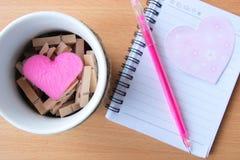 Corazón - el día de tarjeta del día de San Valentín imagen de archivo libre de regalías
