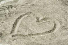 Corazón en arena Fotos de archivo libres de regalías