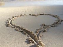 Corazón en arena Foto de archivo libre de regalías