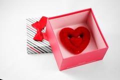Corazón en caja de regalo Imagen de archivo