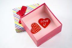Corazón en caja de regalo Foto de archivo