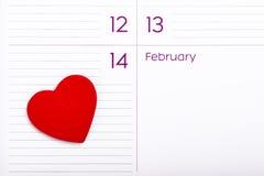 Corazón en calendario 14 de febrero Imagen de archivo libre de regalías