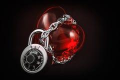Corazón en cerradura y cadena Fotografía de archivo libre de regalías
