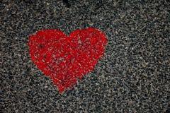 Corazón en el asfalto Imagen de archivo libre de regalías