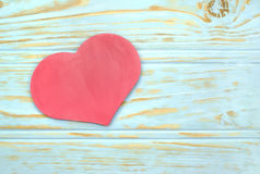 Corazón en el fondo de listones de madera Imágenes de archivo libres de regalías