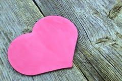 Corazón en el fondo de tableros de madera Imagen de archivo