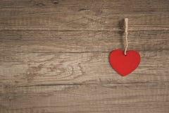 Corazón en fondo de madera Imagen de archivo