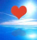 Corazón en fondo del mar y del cielo stock de ilustración