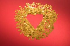 Corazón en fondo rojo fotografía de archivo