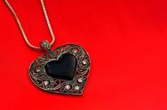 Corazón en fondo rojo Imágenes de archivo libres de regalías
