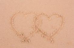 Corazón en la arena. Foto de archivo libre de regalías