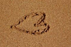 Corazón en la arena Foto de archivo libre de regalías