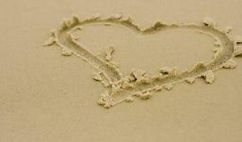 Corazón en la arena Imagen de archivo libre de regalías