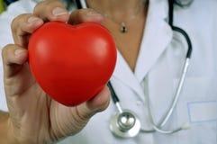 Corazón en la mano imagen de archivo libre de regalías