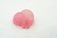 Corazón en la nieve blanca Fotografía de archivo