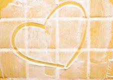Corazón en la pared del jabón Foto de archivo libre de regalías
