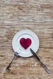 Corazón en la placa Foto de archivo