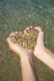 Corazón en manos Foto de archivo libre de regalías