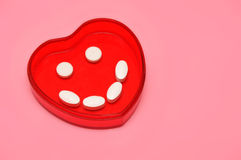 Corazón feliz de la píldora foto de archivo libre de regalías