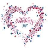 Corazón floral hermoso con las letras Tarjeta de la tarjeta del día de San Valentín Fotografía de archivo libre de regalías