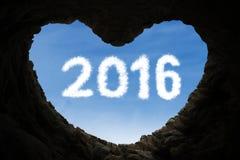 Corazón formado cueva con los números 2016 Imagen de archivo libre de regalías