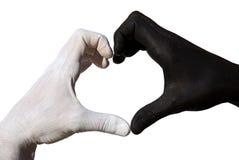 Corazón formado por la mano blanco y negro foto de archivo libre de regalías