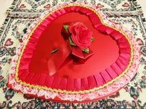 Corazón grande del caramelo del día de tarjeta del día de San Valentín foto de archivo
