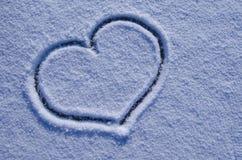 Corazón grande en la nieve Foto de archivo libre de regalías