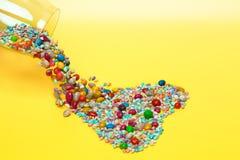 Corazón hecho de caramelos coloridos Fotos de archivo