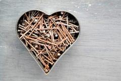 Corazón hecho de clavos aherrumbrados Imágenes de archivo libres de regalías