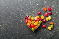 Corazón hecho de habas de jalea imagen de archivo libre de regalías