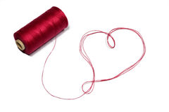 Corazón hecho de la cuerda de rosca roja Fotografía de archivo libre de regalías
