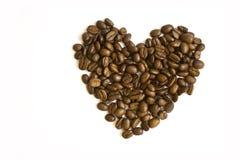 Corazón hecho de los granos de café Imágenes de archivo libres de regalías